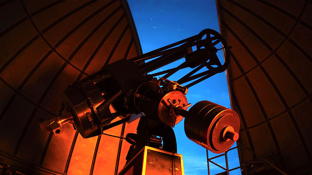Reflecting vs refracting telescopes space fm